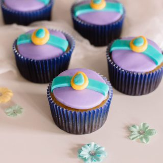 My Aladdin-inspired cupcakes are easy to make and with Princess Jasmine Cupcake toppers, they're just so adorable! #disneyinspiredcupcakes