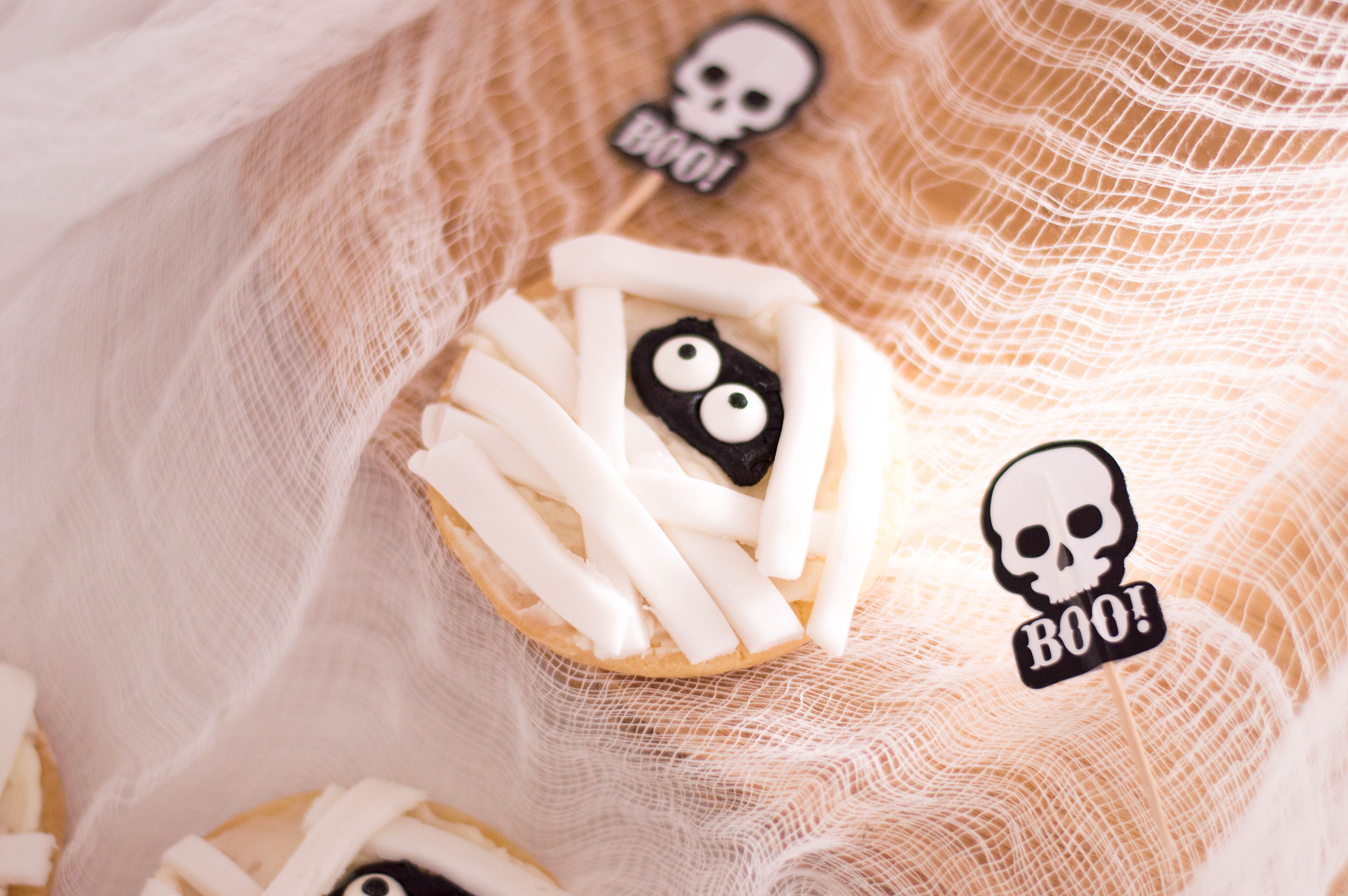 Mummy Sugar Cookies: A Spooky (but Cute!) Halloween Treat