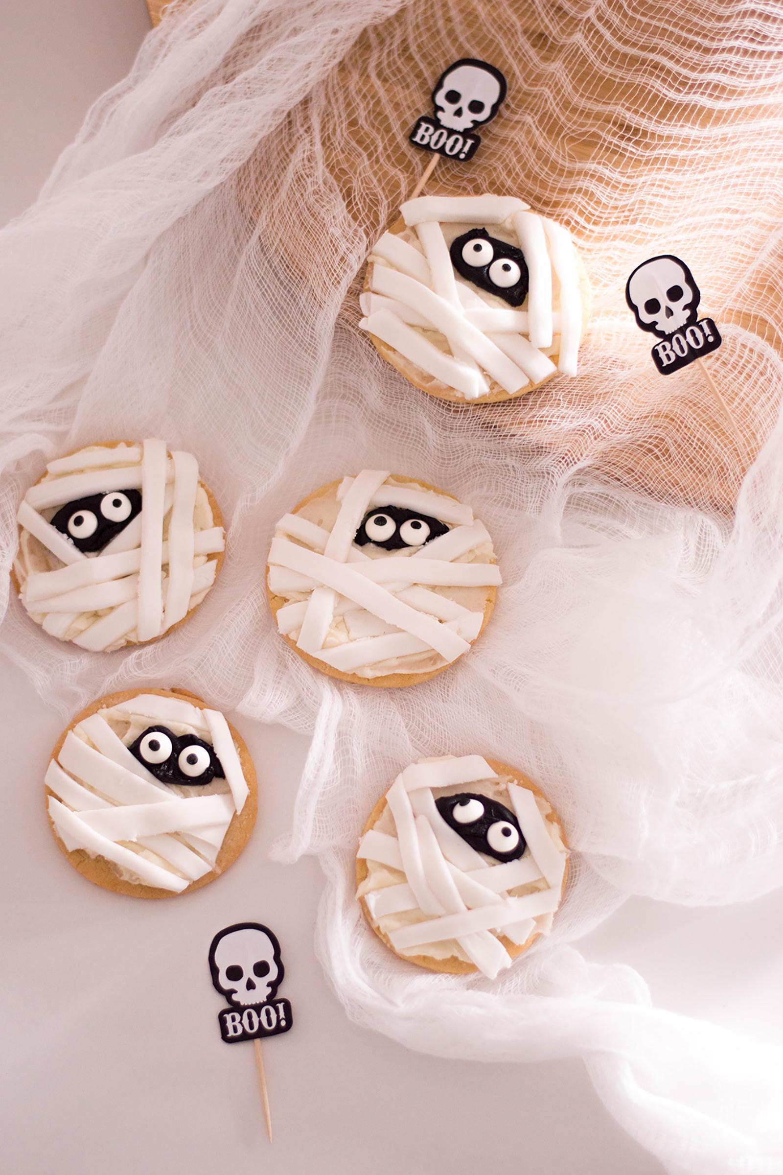 Mummy Sugar Cookies: A Spooky (but Cute!) Halloween Treat