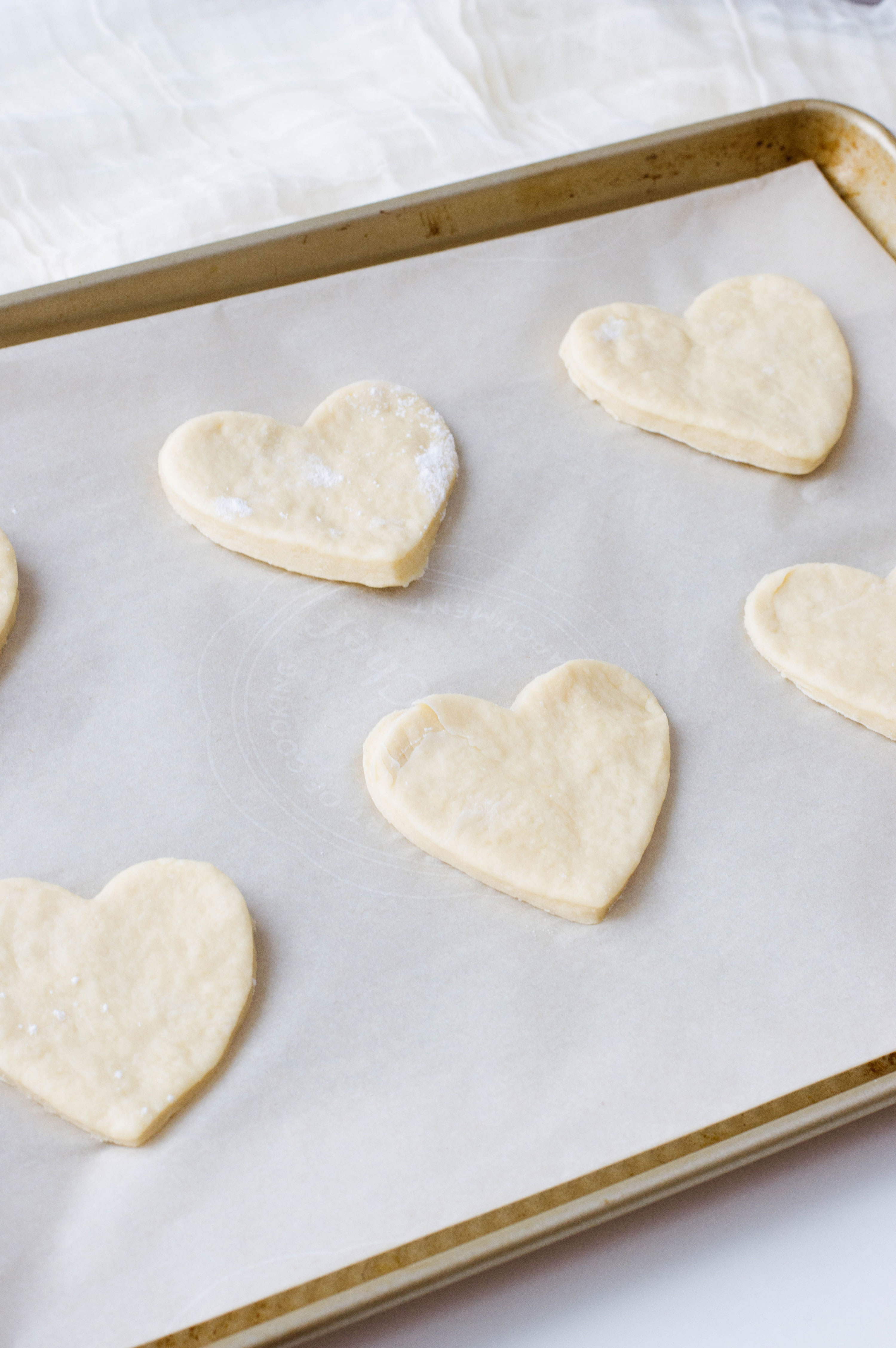 These homemade pizza pockets are in the shape of a heart - so perfect for Valentine's Day. And psst: they're easy to make, too!