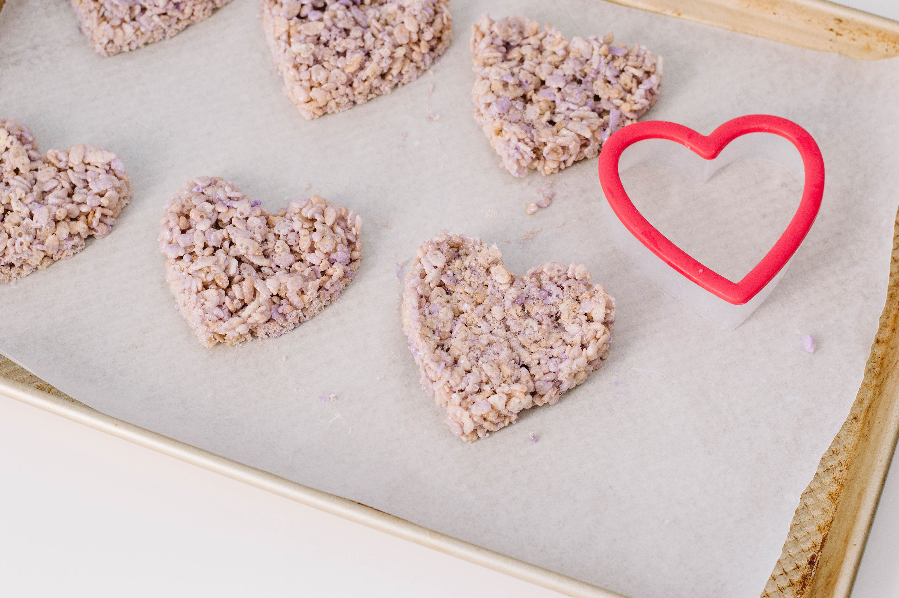 Chat with me this Valentine's Day: here are rice cereal treats dedicated to our favourite conversation hearts.