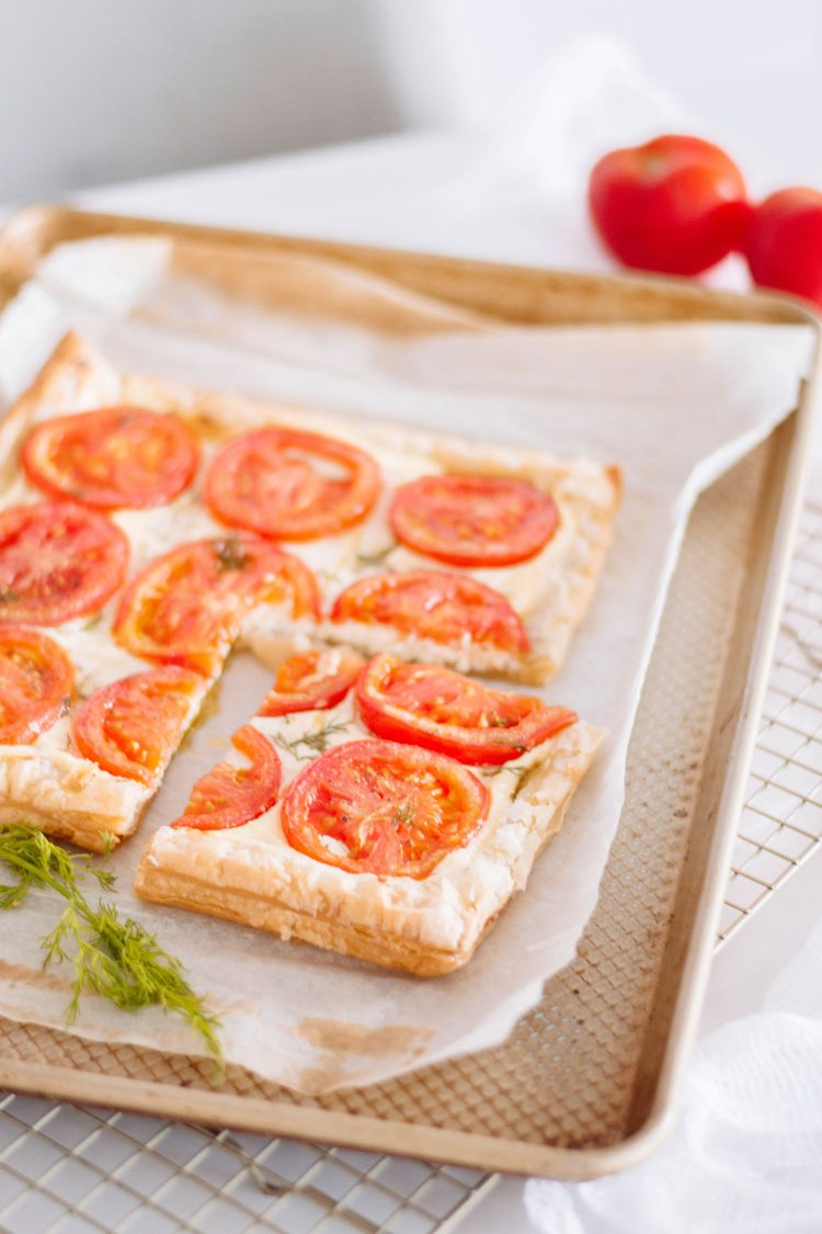 Always wondered what to do with puff pastry? Why not make this oh-so easy and oh-so delicious tomato tart? We've got the full recipe! #tomatotart