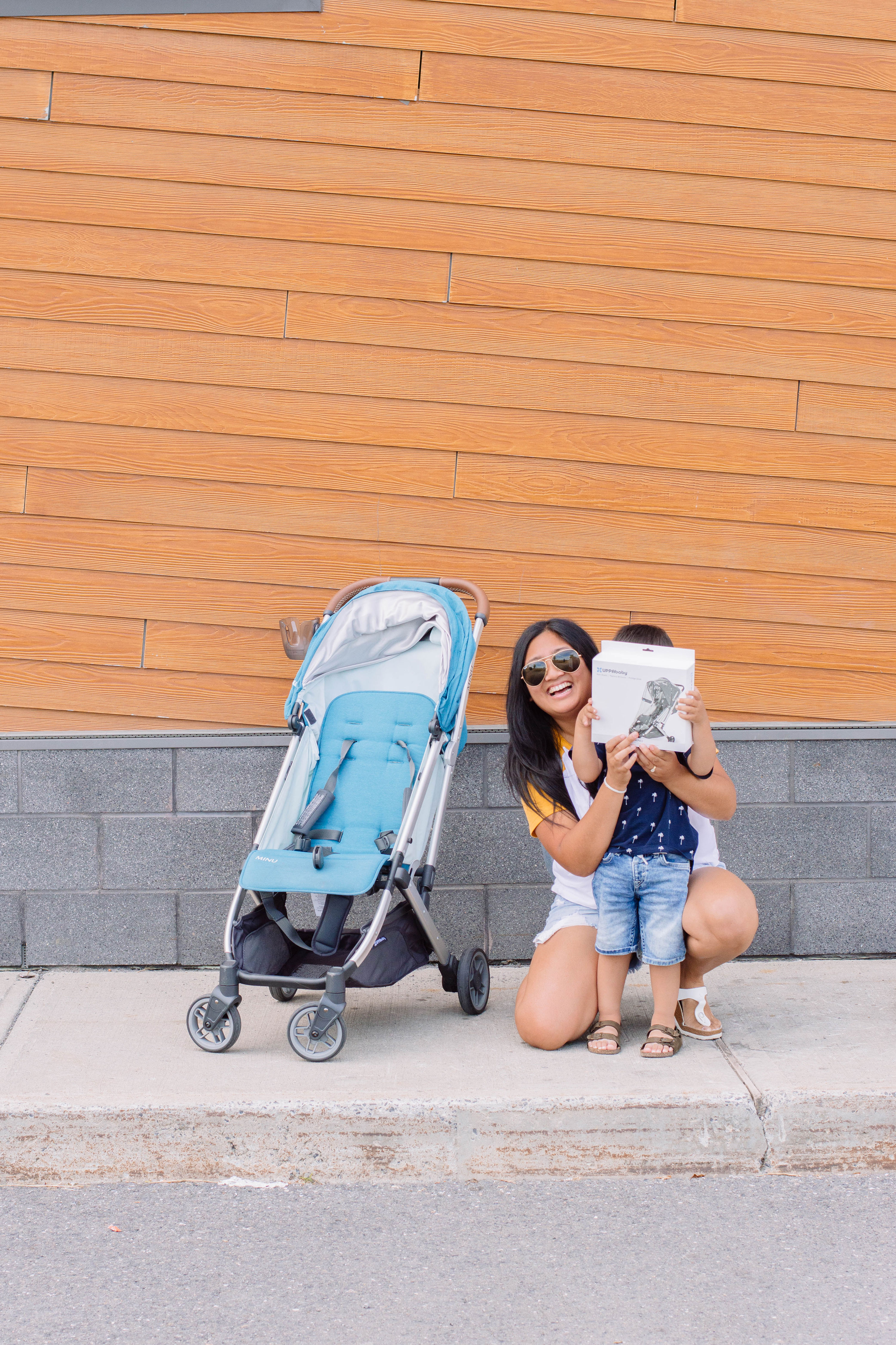 We love our UPPAbaby MINU stroller and today, we're sharing our favorite accessories to go along with it! #UPPAbaby #UPPAbabyMINU