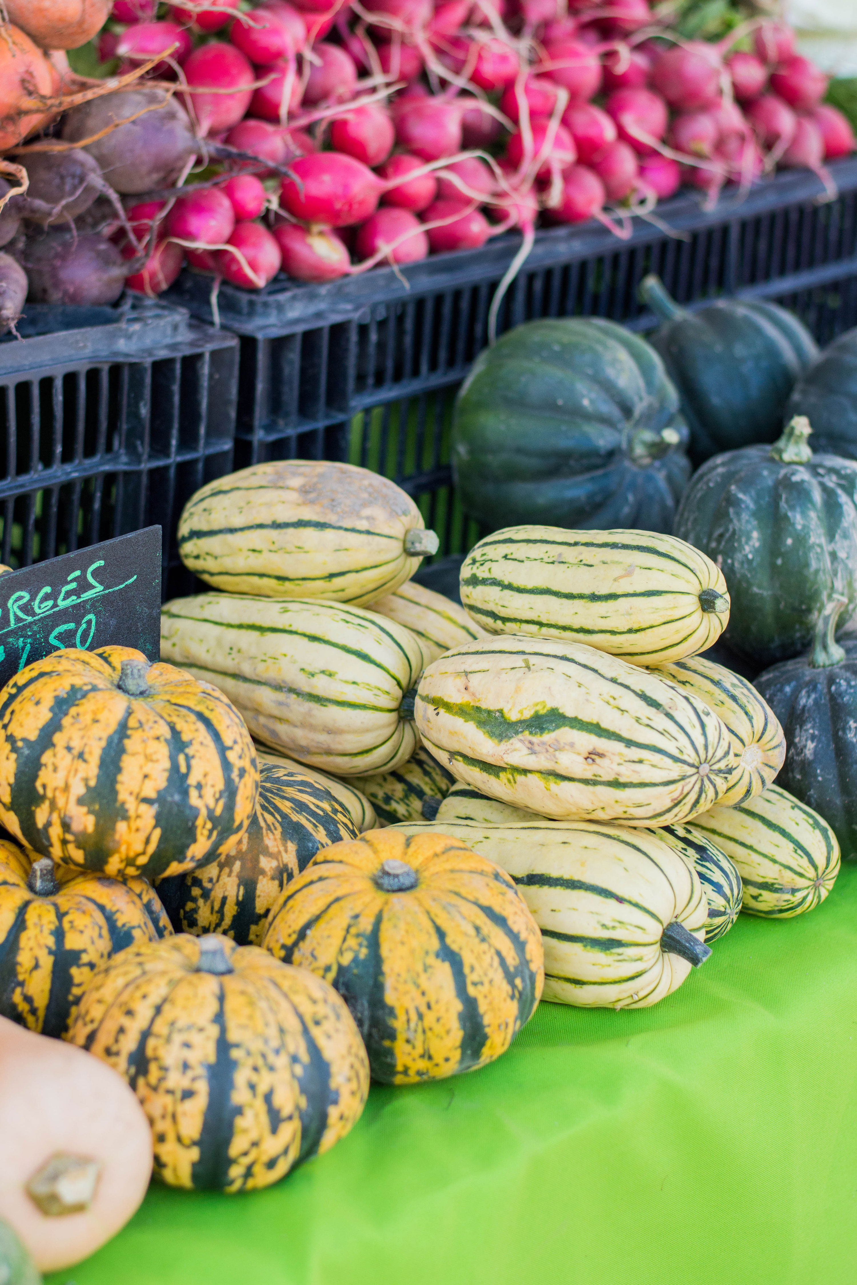 Ready for your next farmers market shopping spree? Check out my surefire tips on how to navigate your local market. #farmersmarket