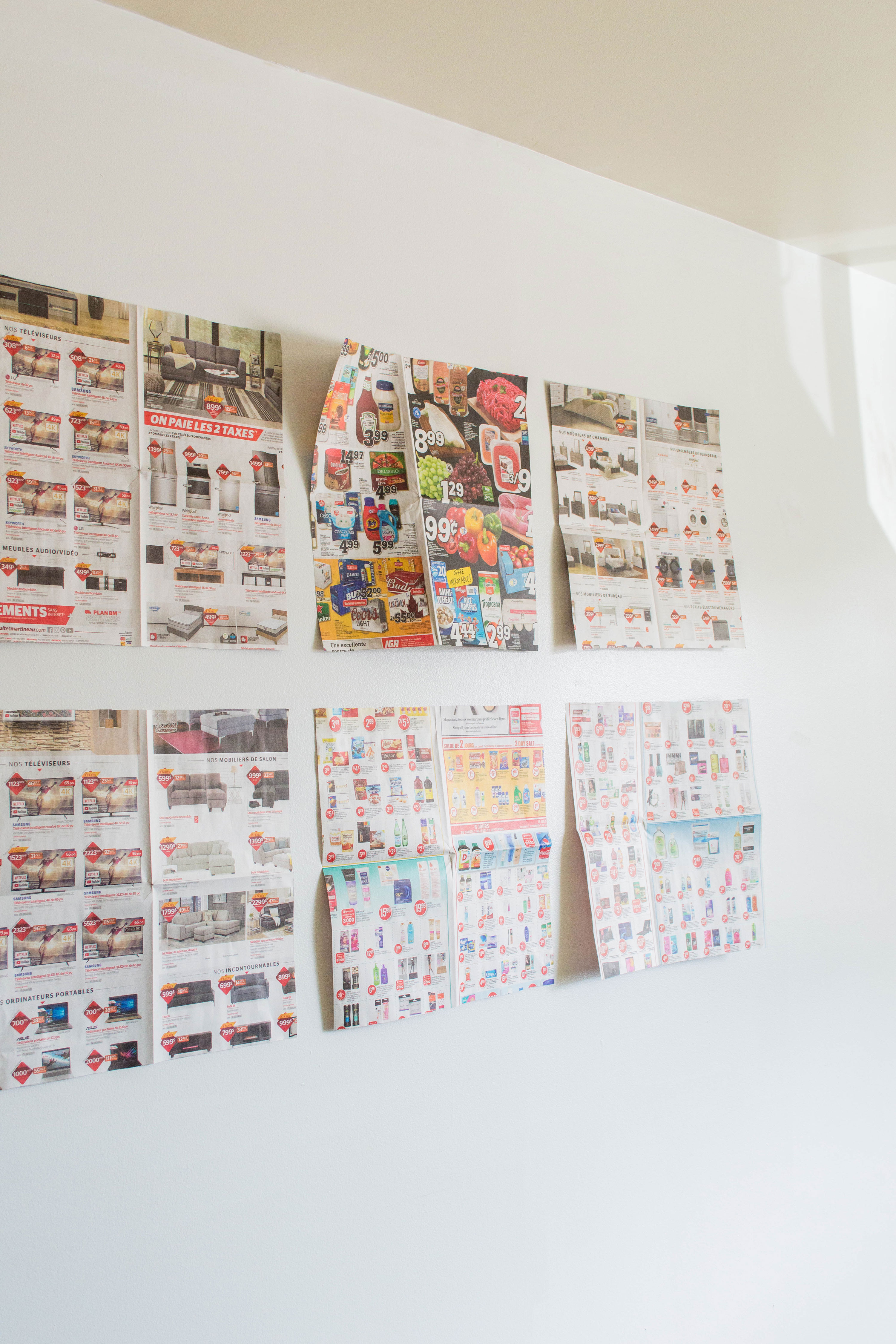 Impress your guests with the easiest gallery wall layout: grid style! My DIY guide will help any beginner DIYer. Come join me for some decorating fun! #gallerywall #gallerywallideas