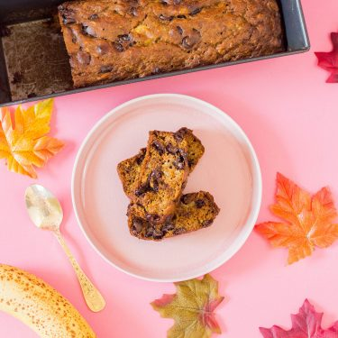 My recipe for pumpkin banana bread is not only easy to whip up, it's totally delish too! #pumpkinbananabread