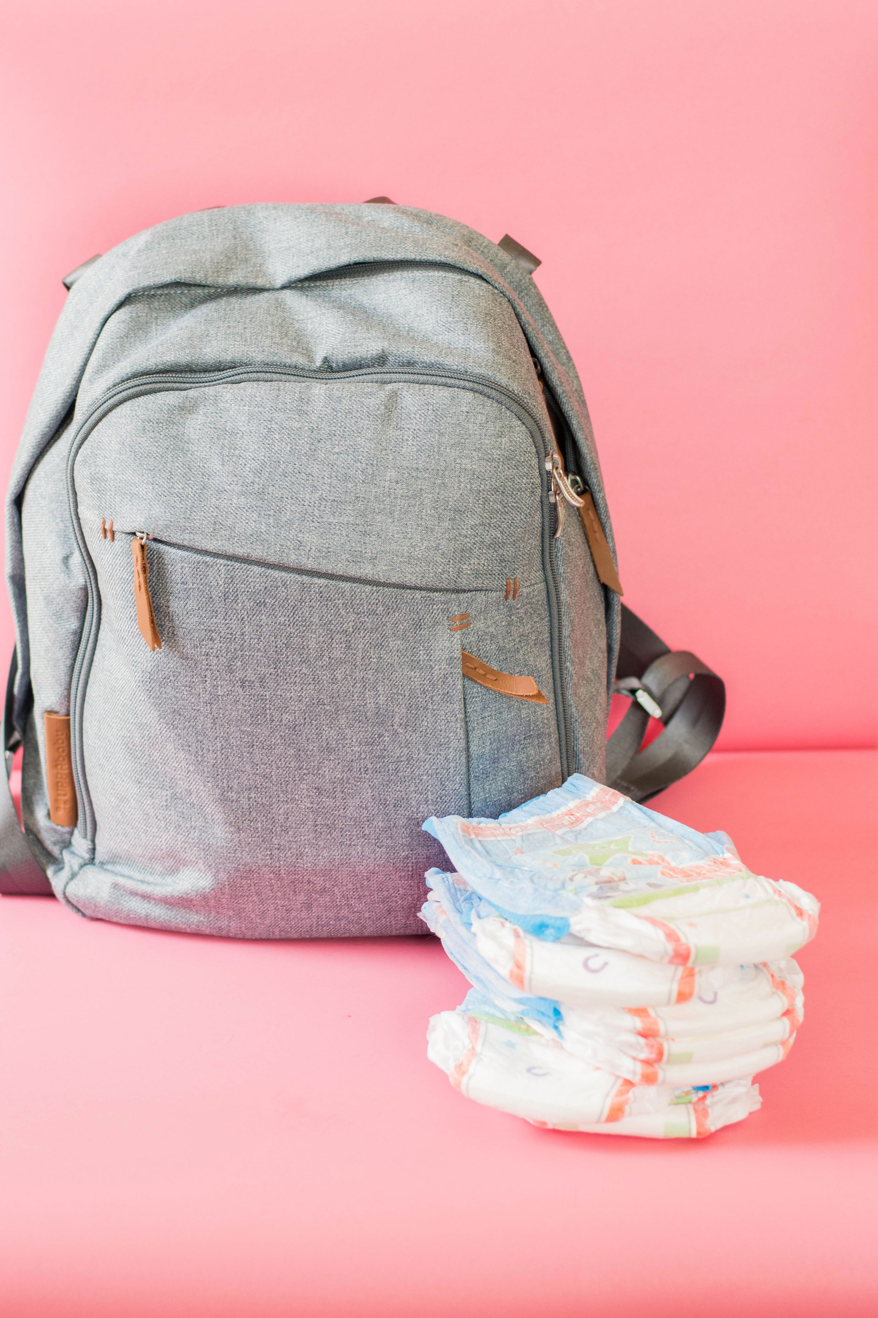 What are the things you have to take with you on your next adventure with your toddler? Don't stress too much! We got you covered with our list of diaper bag essentials. #packingdiaperbags