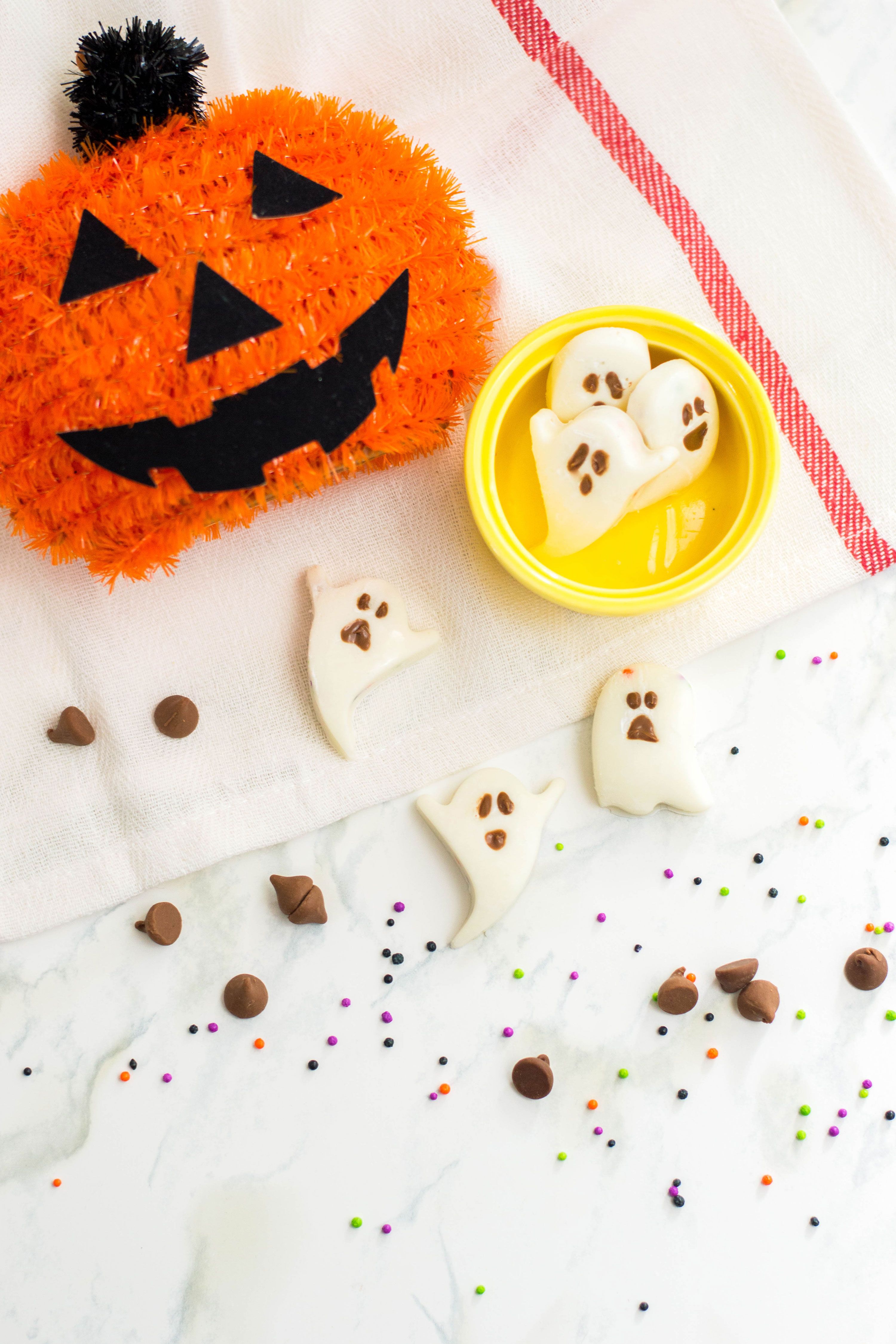 Boo! Are you excited for Halloween? Add some extra sweetness to your Halloween dessert offering by making these white chocolate ghosts! #halloweenbaking