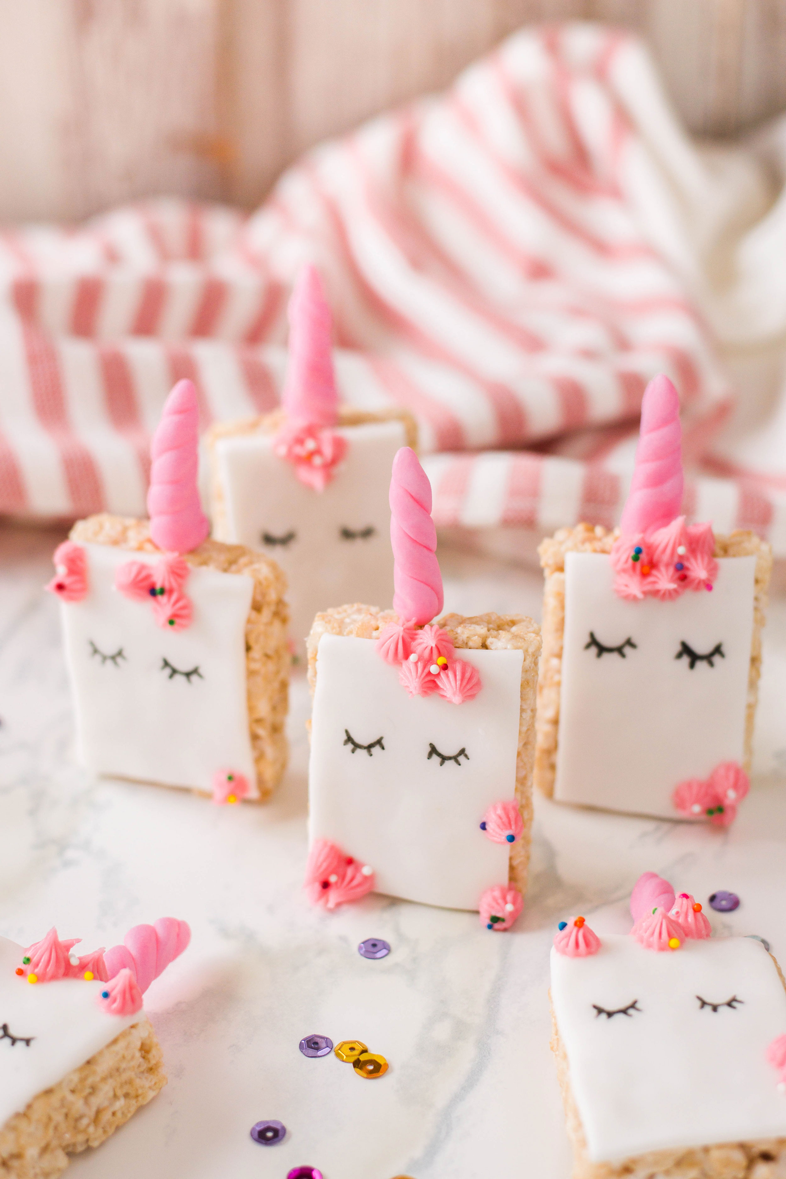 These unicorn rice krispie treats will have you believing in ALL the unicorn magic out there! #unicornparty
