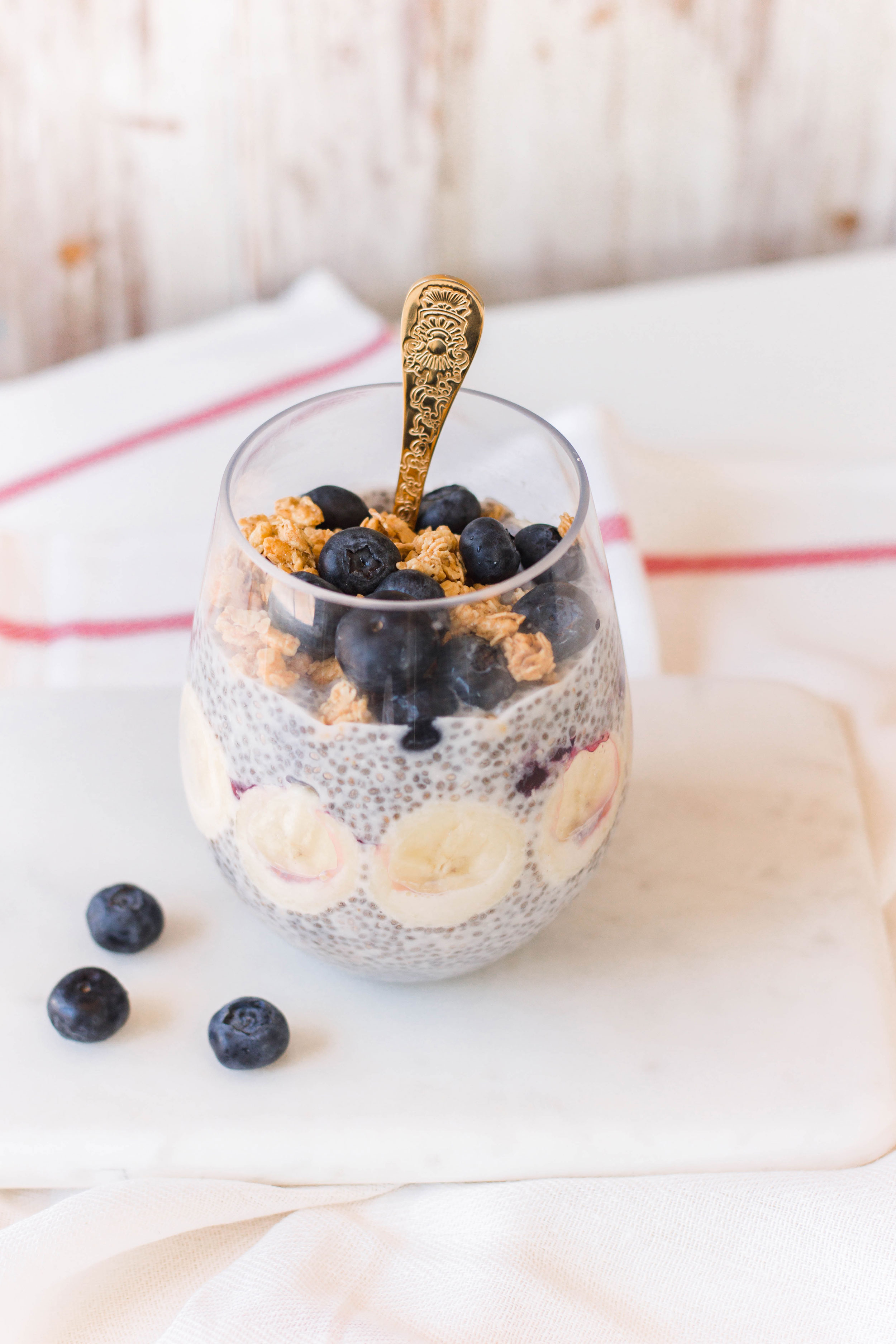 Today, we're proud to present 20 of the most delicious overnight breakfast recipes - ready for you when you wake up, to give you an easier morning! #breakfastsolutions