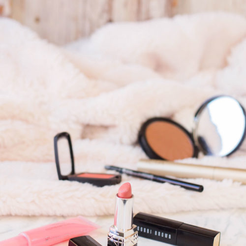 A 5-minute makeup guide for the busy mom - all you need to know about my quick and efficient makeup routine.
